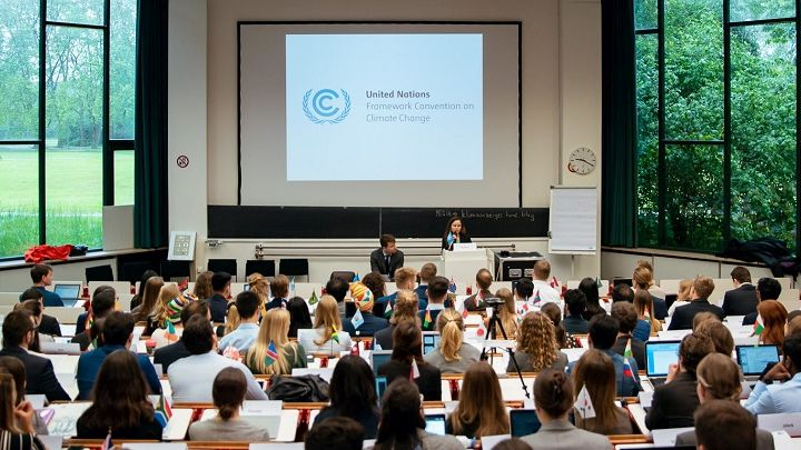 150 students from 9 European universities negotiating on climate protection